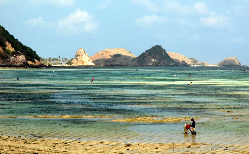 Wondering where to visit near Bali? Lombok's version of Kuta is a great start ... photo by CC user Tanti Ruwani on Flickr